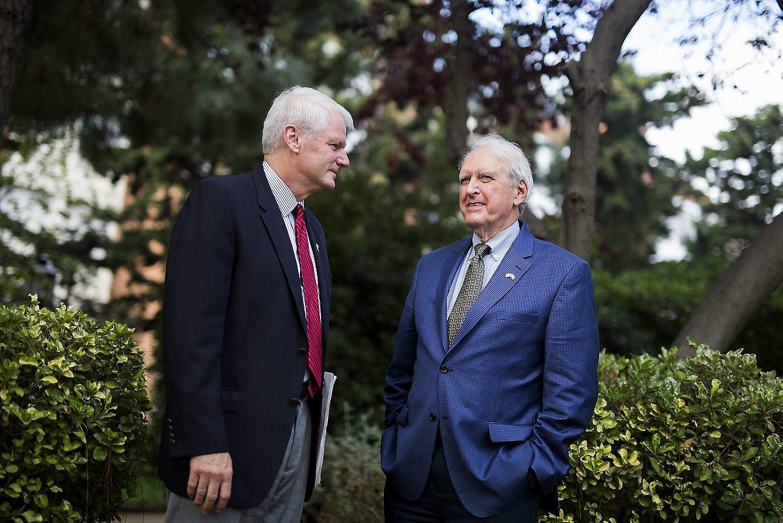 Brian Baird, représentant Démocrat, et Dan Miller, représentant Républicain.