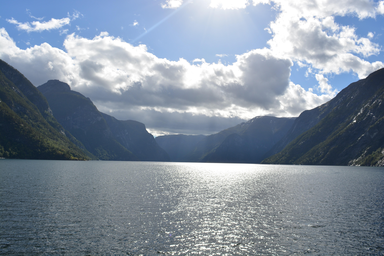 Le Hardanger, l'un des plus grands fjords de Norvège, qu'il est possible de traverser depuis Bergen.