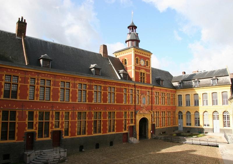 Musee-de-l-Hospice-Comtesse-grande-cour