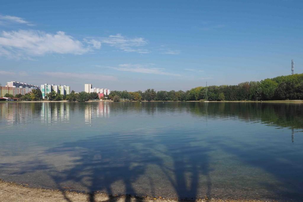 Le lac Drazdiak, juste derrière le campus de médias. L'idéal pour piquer une tête fin septembre ;) (testé et approuvé)