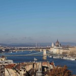 Buda et Pest, les deux parties de la ville séparées par le Danube