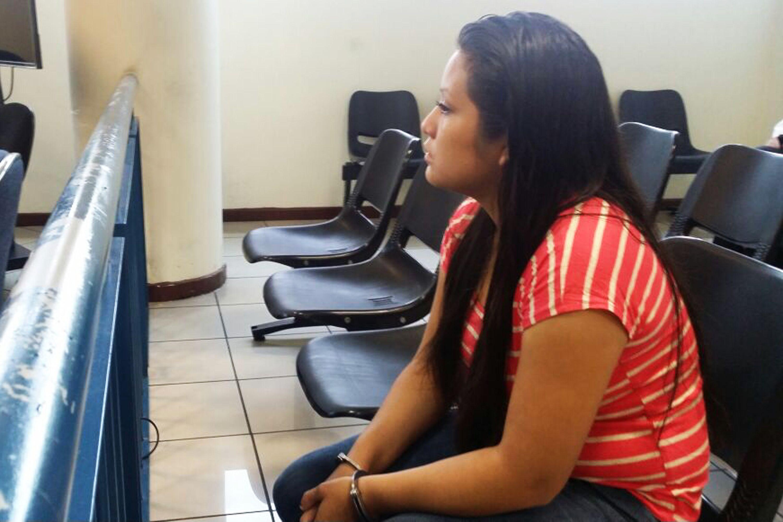 Evelyn Hernandez Cruz, enceinte à 18 à la suite d'un viol, a fait une fausse couche. Elle a été condamnée à trente ans de prison en 2016 pour homicide avec circonstances aggravantes.