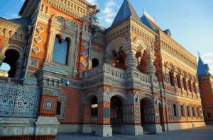 L'ambassade de France en Russie, où je travaillais régulièrement grâce à mon stage
